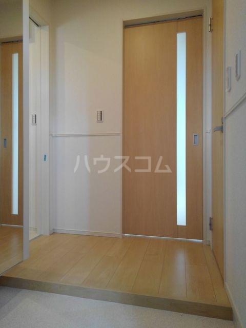 プチフォンティーヌ磯子 02020号室の玄関