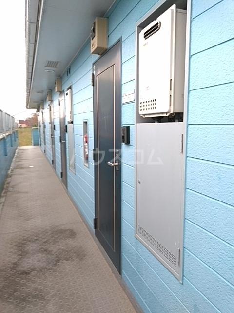 イースタンパレス桜ヶ丘 204号室の玄関