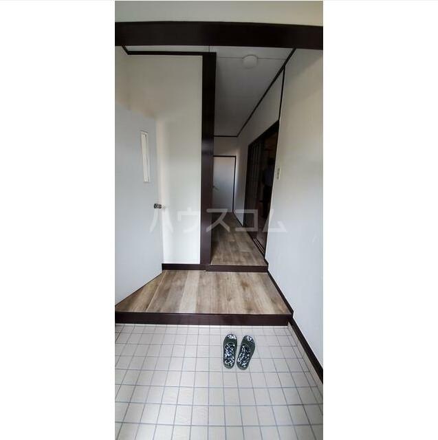 日野南貸家の玄関