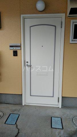 玉学サン・パル木倉 101号室の玄関