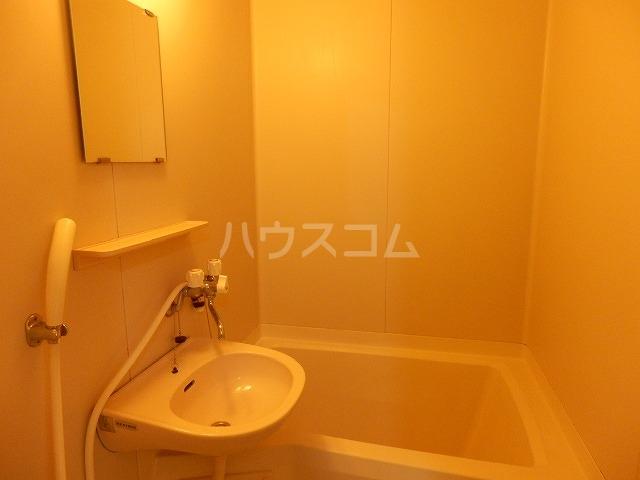 玉学サン・パル木倉 101号室の風呂