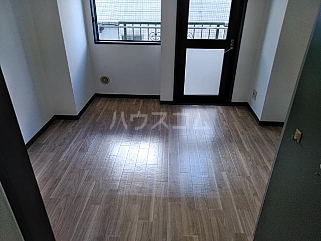 マリオン伊勢佐木北 803号室のリビング