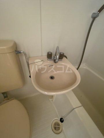 エクレール旭町 202号室の洗面所