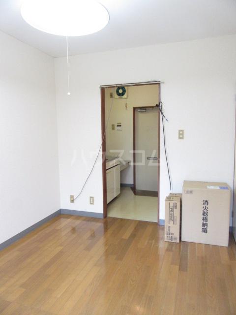 山荘村田 204号室のリビング