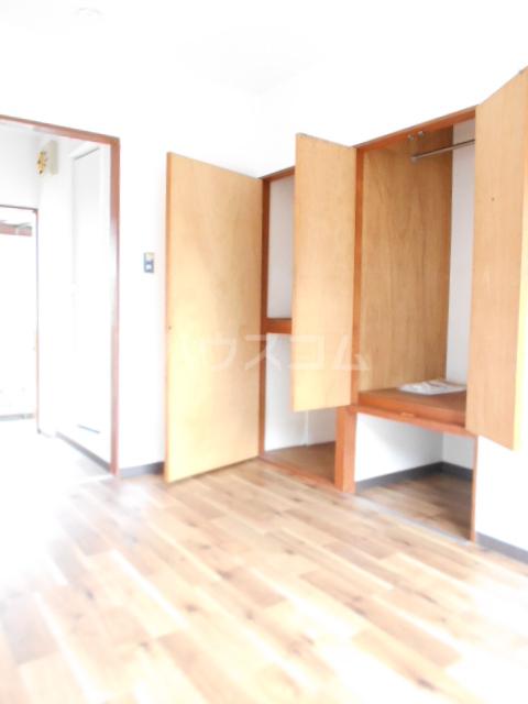 山荘村田 202号室のリビング
