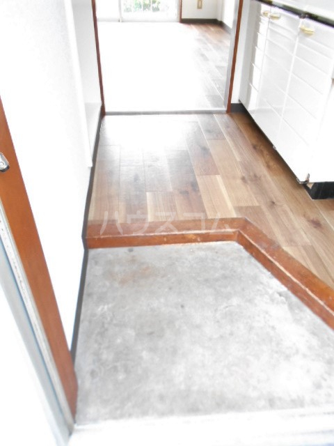 山荘村田 202号室の玄関