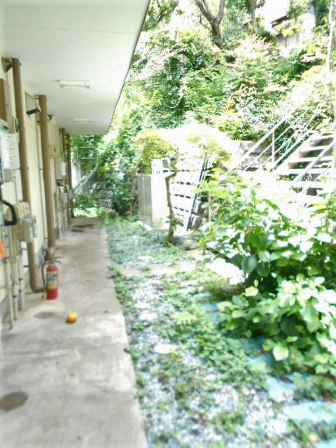 山荘村田 202号室のエントランス