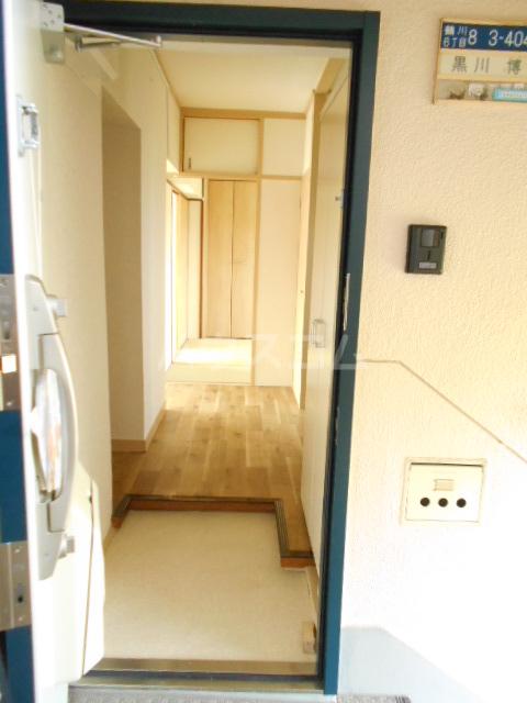 鶴川6丁目団地8-3号棟 B404号室の玄関