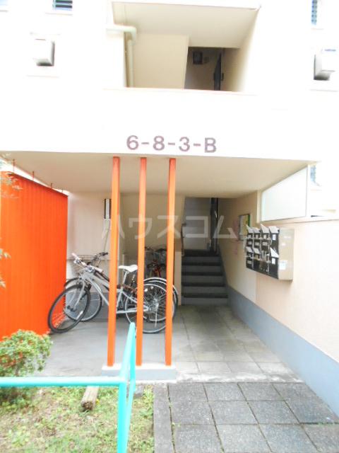 鶴川6丁目団地8-3号棟 B404号室のエントランス