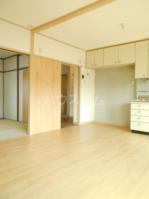 鶴川6丁目団地8-3号棟 B404号室のリビング