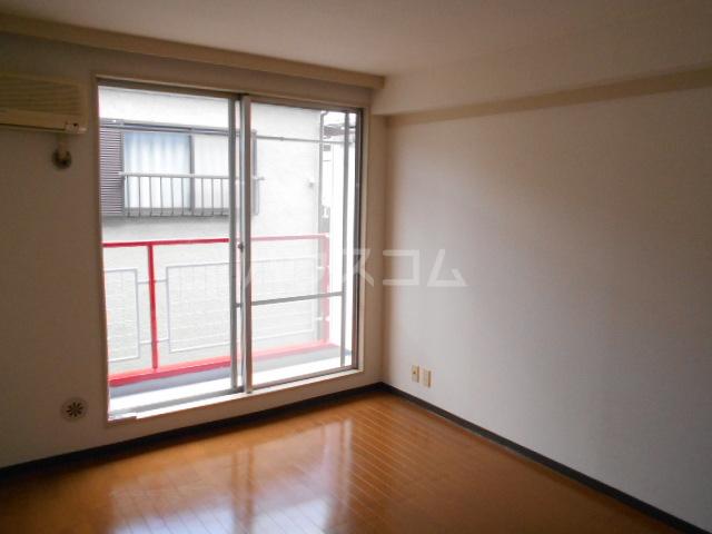ワンルームマンション大蔵 202号室のリビング
