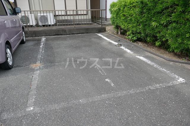 石原ハイツⅠ 101号室の駐車場