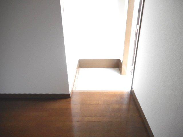 メゾン大塚A 201号室の玄関