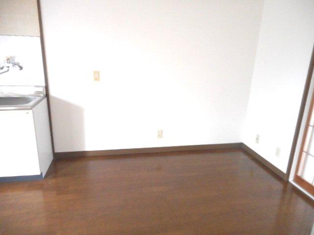 メゾン大塚A 201号室のリビング