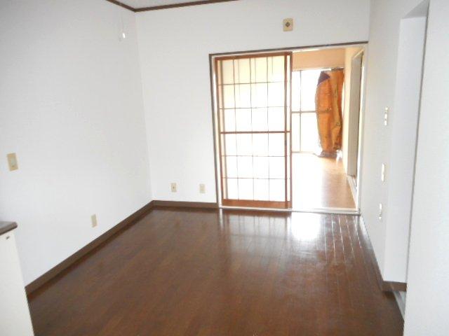 メゾン大塚A 201号室の居室