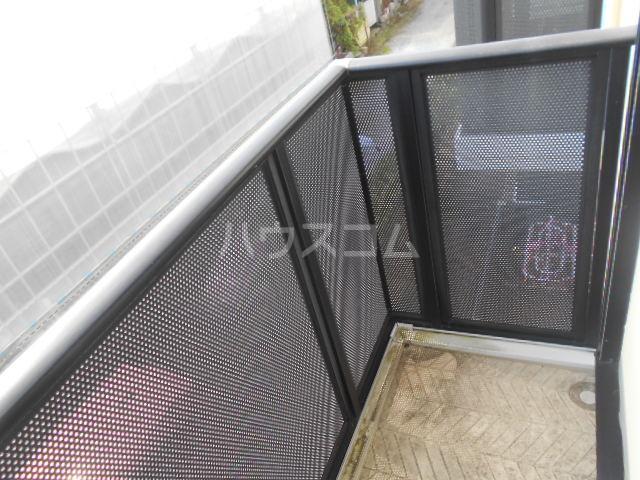 ベルグラン吉田C 2-D号室のバルコニー