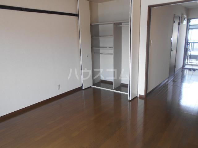 ベルグラン吉田C 2-D号室の居室
