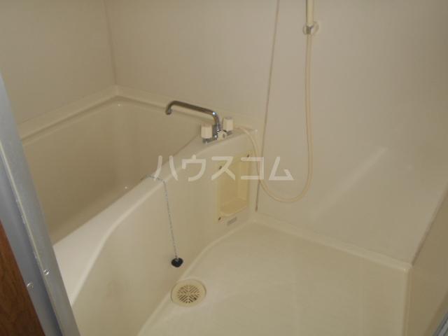 ベルグラン吉田C 2-D号室の風呂
