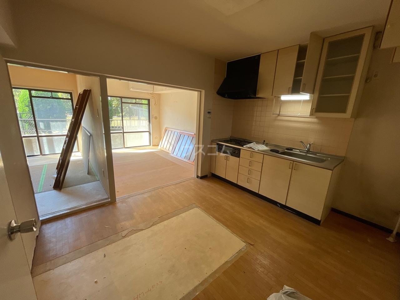 サンヒルズ東戸塚 A103号室のリビング
