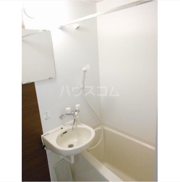 ワイズ横浜上大岡 101号室の風呂