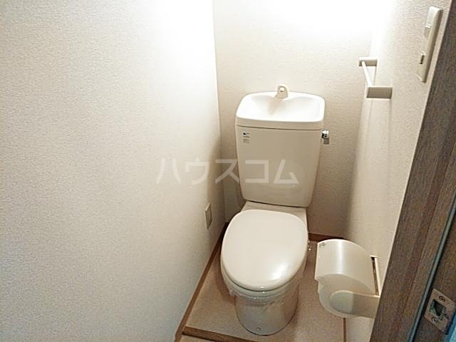 クイーンズテラス 802号室のトイレ