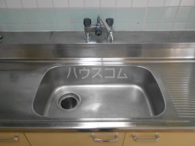不動ヶ丘ハイツ 103号室のキッチン