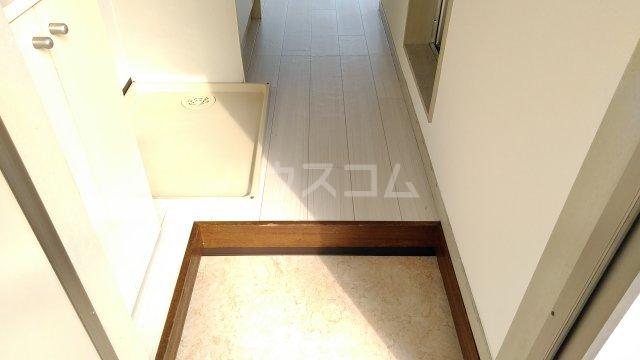ベラ栗平 201号室の玄関