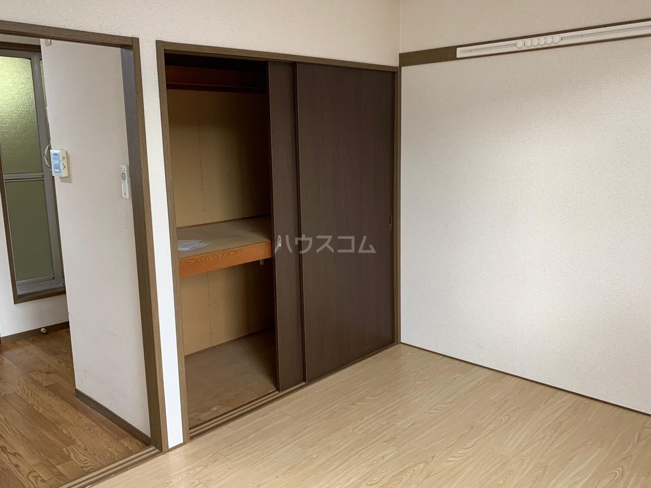 カトレアハイツ 2-C号室の収納