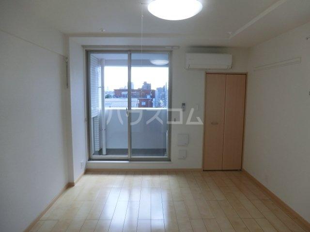 ルミエール 02050号室のリビング