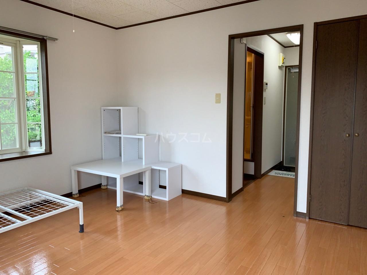 サニーコート伊藤 2-E号室のリビング