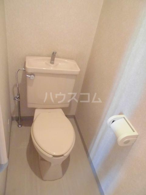 コンフォールタツミ 402号室のトイレ
