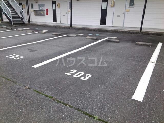 スマイルジョイ 02020号室の駐車場