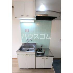 スカイ平塚 102号室のキッチン