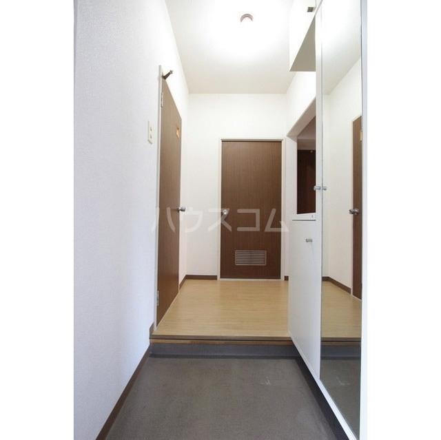 マリナスパジオ 102号室の玄関