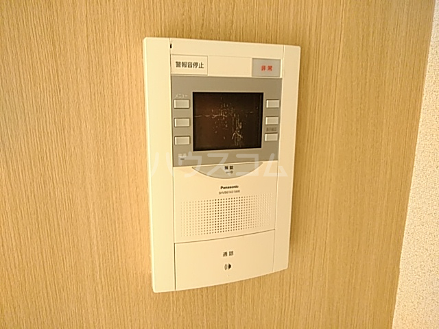 アーバンヒルズ鶴間 208号室のエントランス
