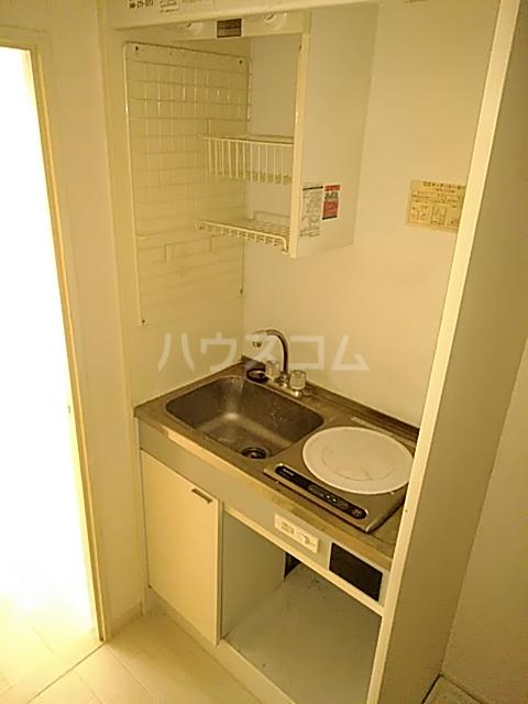 アーバンヒルズ鶴間 208号室のキッチン