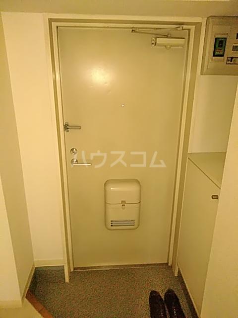 アーバンヒルズ鶴間 208号室の玄関