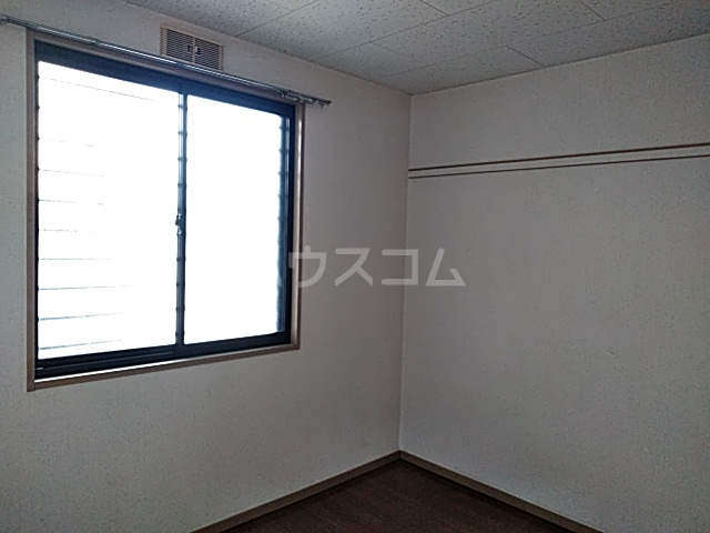 グリーンヴィレッジ 102号室の居室