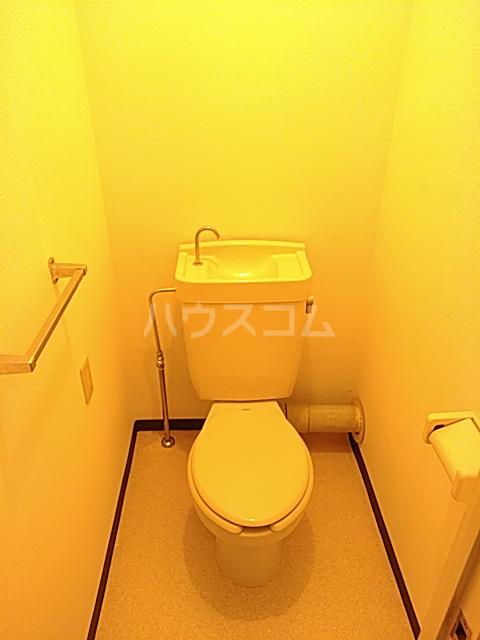 第2代官サニーハイツ 203号室のトイレ