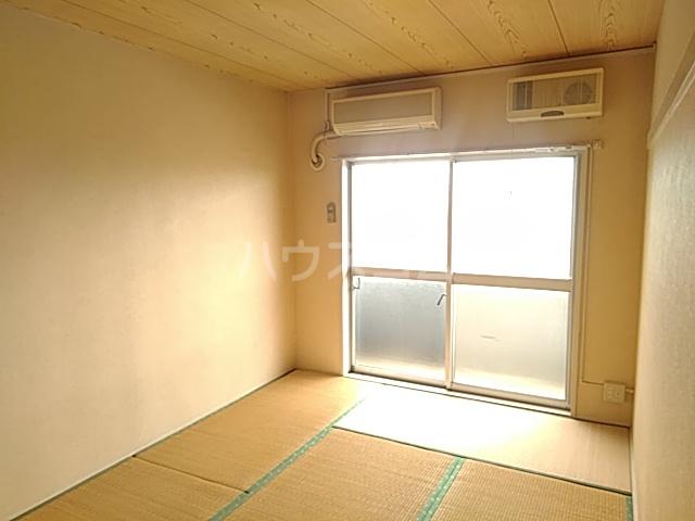 新和ハイツ 403号室の居室