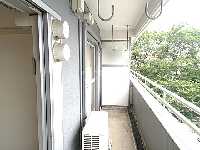 新和ハイツ 403号室のバルコニー