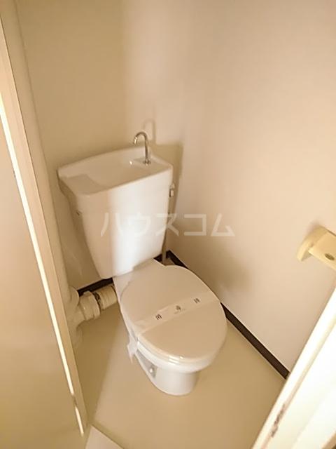 新和ハイツ 403号室のトイレ