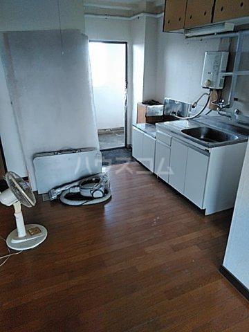 あきらマンション 303号室のリビング
