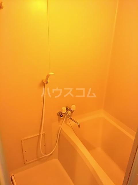 カトルヤマジュ 102号室の風呂