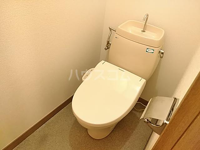 カトルヤマジュ 102号室のトイレ