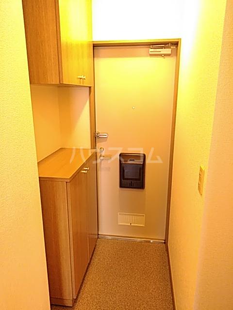 カトルヤマジュ 102号室の玄関
