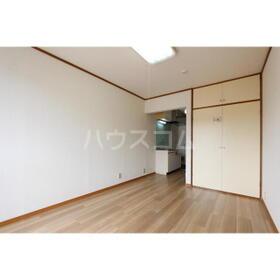 スカイ平塚 103号室のリビング