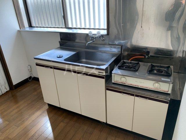 メゾン トーマ 101号室のキッチン