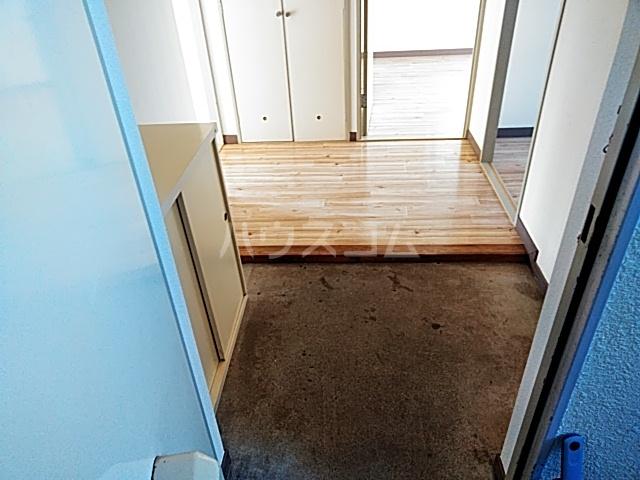プレミー旭町 105号室の玄関