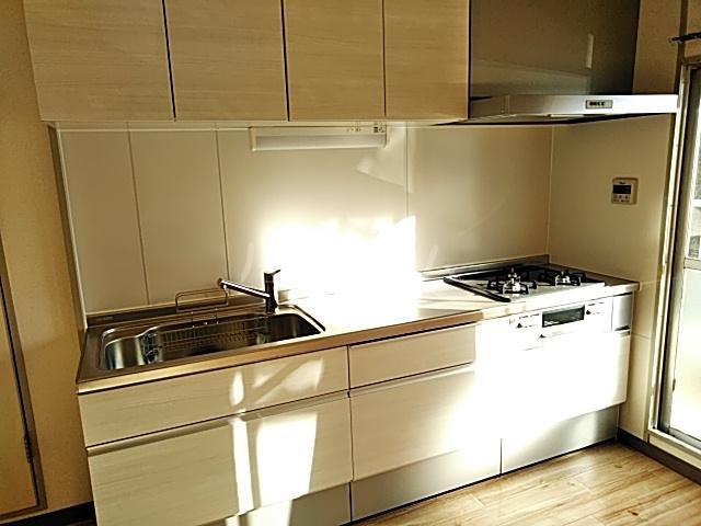 プレミー旭町 105号室のキッチン